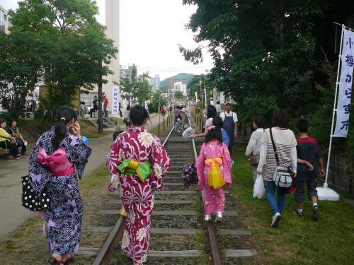 手宮線跡では小樽ガラス市も同時開催