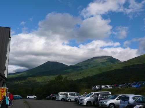 美瑛岳山頂は雲の中…