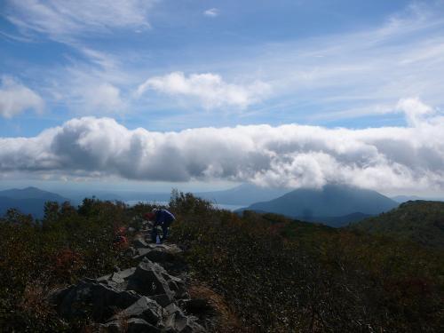 支笏湖、恵庭岳方面は雲が…