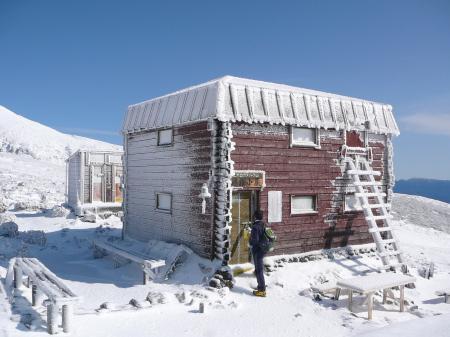 真白けの避難小屋、なんか可愛い…