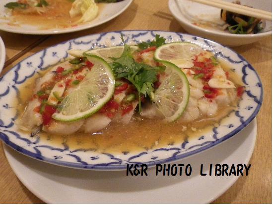 白身魚のハーブとレモン蒸し