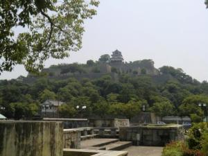 市民広場から丸亀城