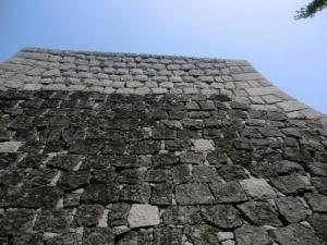 継ぎ足した石垣