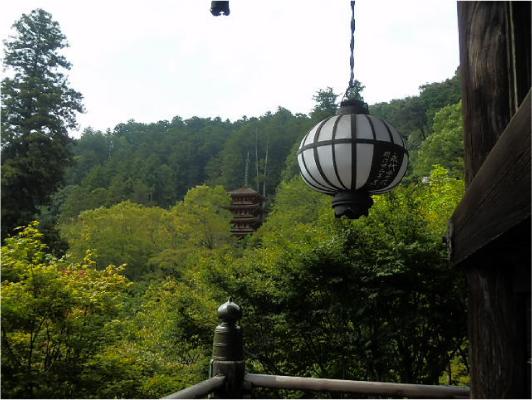 長谷型灯篭と五重塔