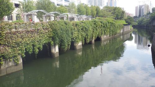 水道橋から見た神田川上流