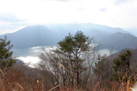 本栖湖と雨ヶ岳