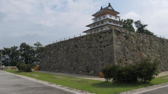 復元された津山城天守閣