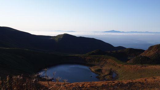 鳥海湖を見下ろす