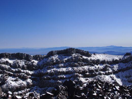 向こう側は七高山