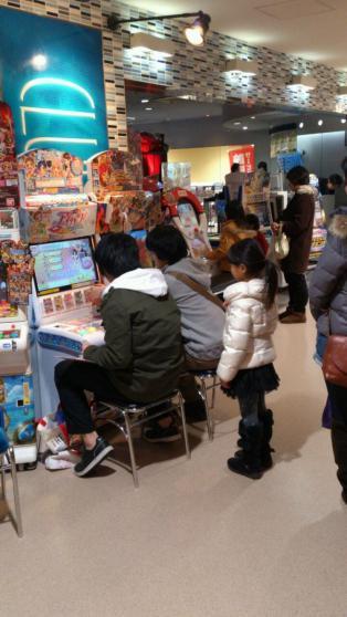 『アイカツ!』に100万円課金したアイカツおじさん「アニメのグッズや同人誌にお金をかけるのと、大差ないです」