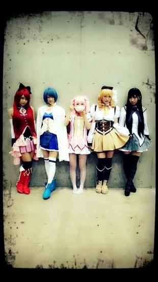 AKB48メンバーらが握手会で「まどか☆マギカ」のコスプレを披露して話題に! ネット上「みんなかわいい」「完成度高い」
