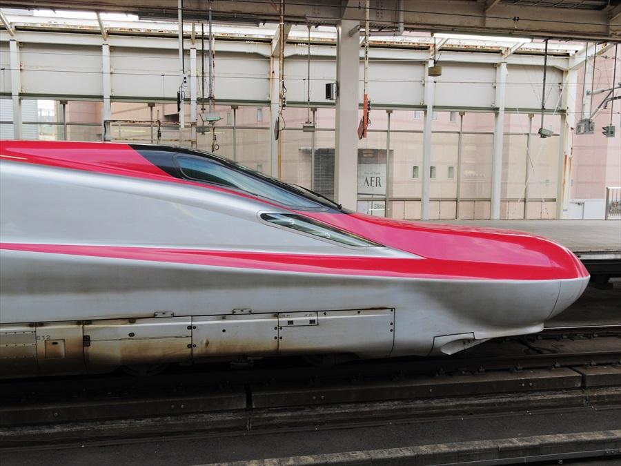 スーパーlこまち仙台駅真横02