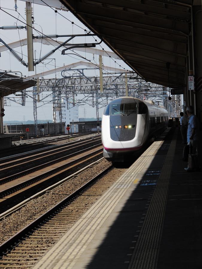 新幹線小山ホームE3系到着06