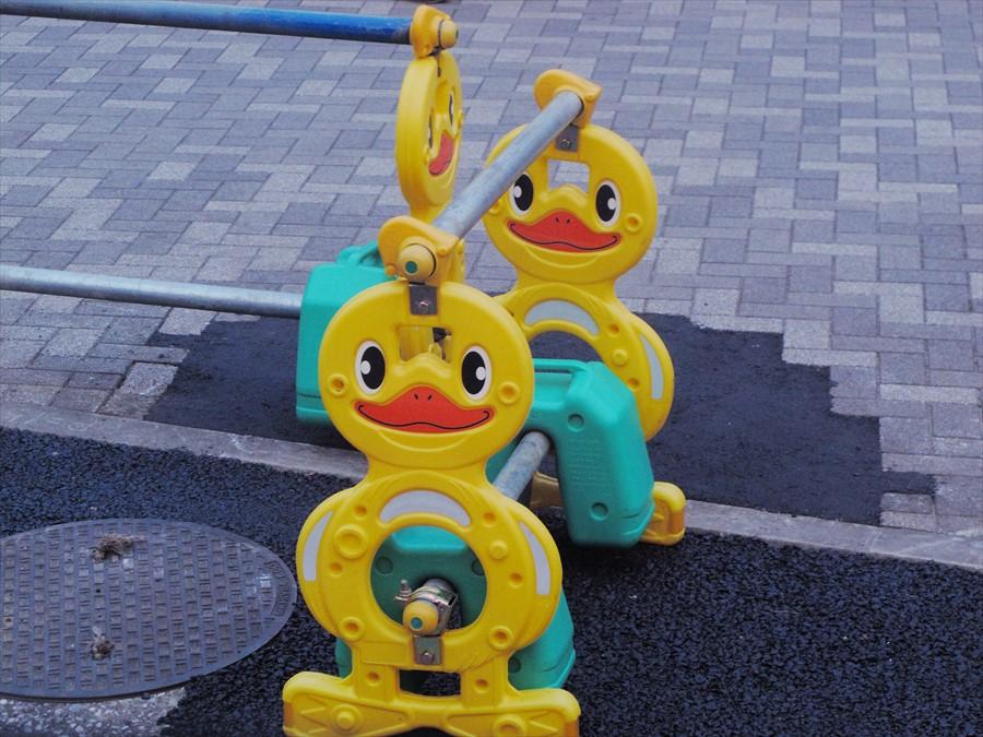 川崎駅ひよこゲート棒抑え05