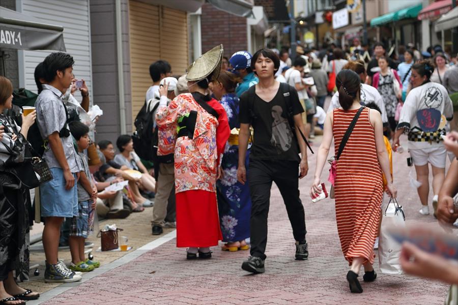 高円寺阿波踊りプロローグ01阿波踊り演者と客06