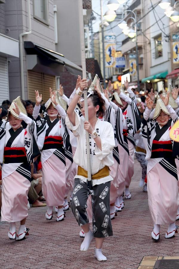 高円寺阿波踊り02天水連01近づく01
