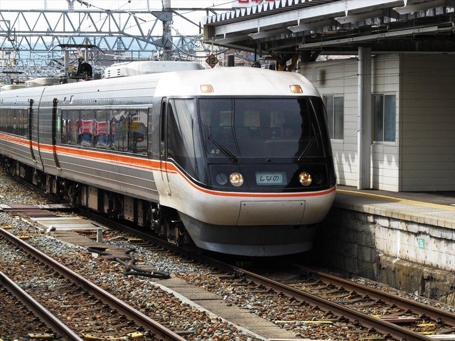 長野駅しなの東海到着便先頭03