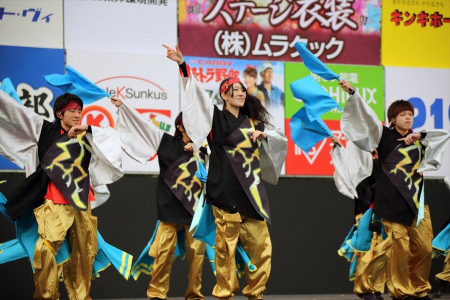 福島学院よさこい02集団旗振り02
