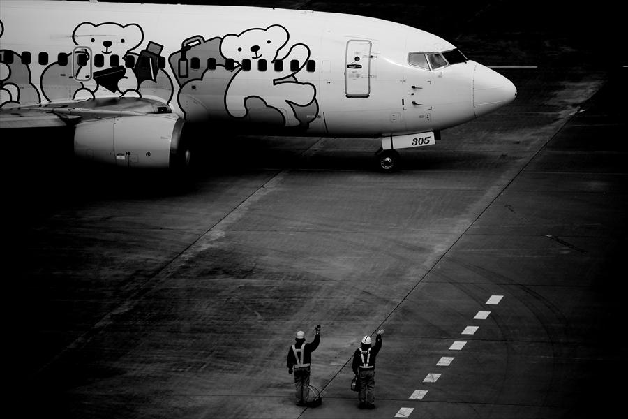 仙台空港撮影モノクロ01エアDO02