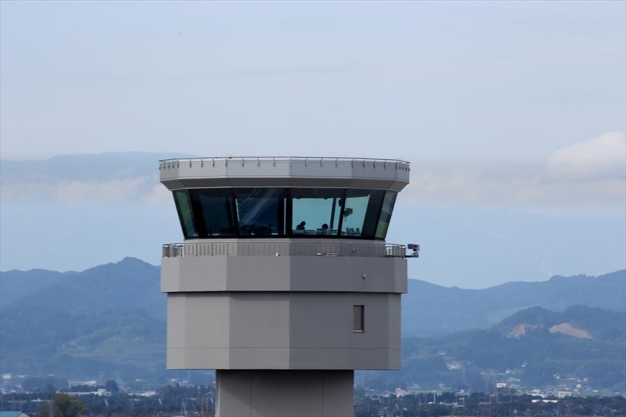 仙台空港撮影モノクロ01管制塔01