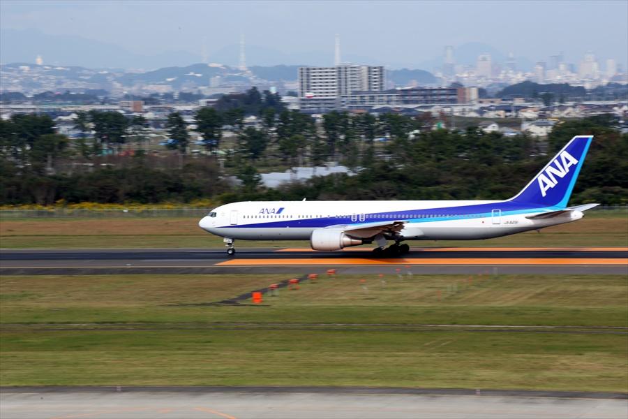 仙台空港撮影デッキ777離陸滑走04