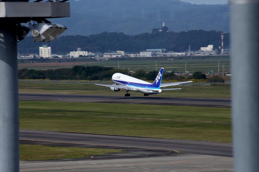 仙台空港撮影デッキ777離陸05