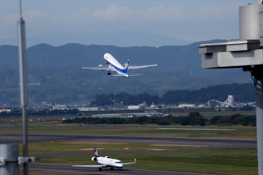 仙台空港撮影デッキ777離陸06