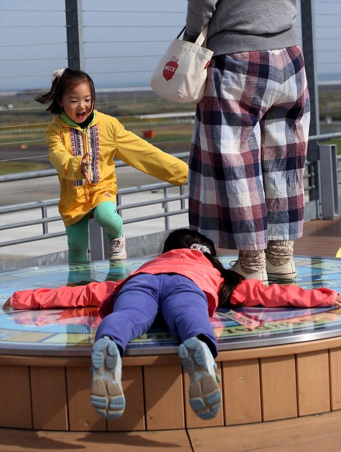 仙台空港撮影スナップデッキで遊ぶ子供02