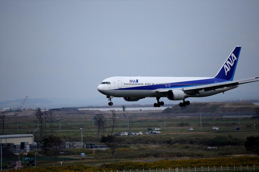 仙台空港撮影デッキ777アプローチ最終02