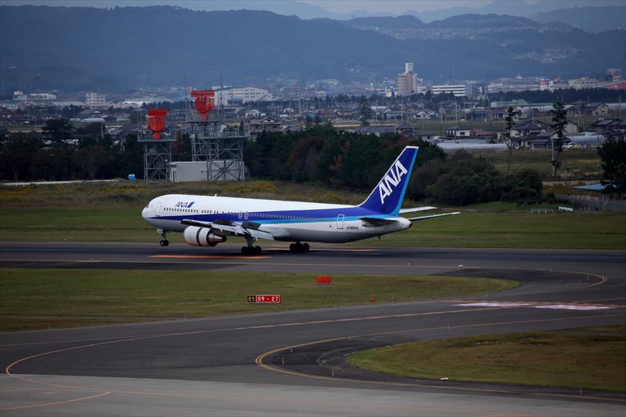仙台空港撮影デッキ777スラストリバーサー始動05
