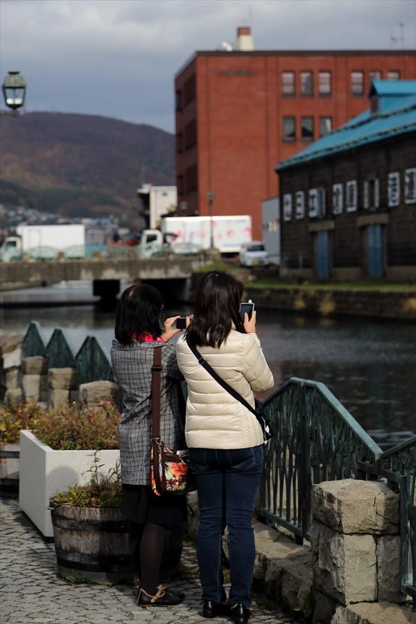 小樽運河01写真を撮る母娘04