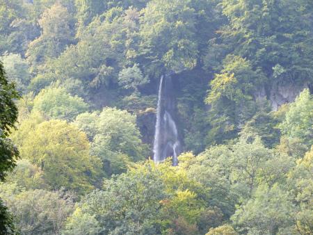 滝に向かって6