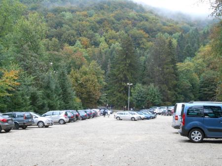 アヴェの駐車場