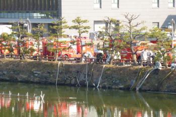 消防出初式会場(お堀端)