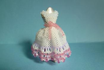 ドレス(白、裾がピンク)後姿