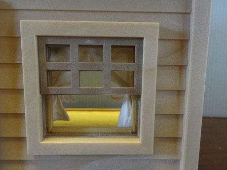 NURSERY 窓