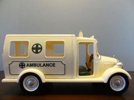 救急車 右