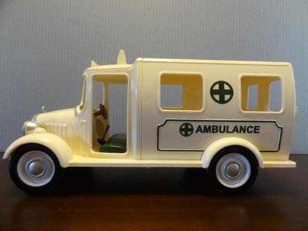 救急車 左