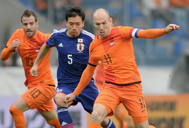 robben-of-netherlands-is-chased-by-yuto-nagatomo_crop_650x440.jpg
