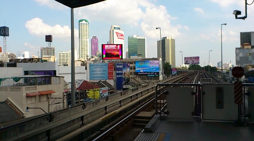 BTSサパーンタクシン駅2