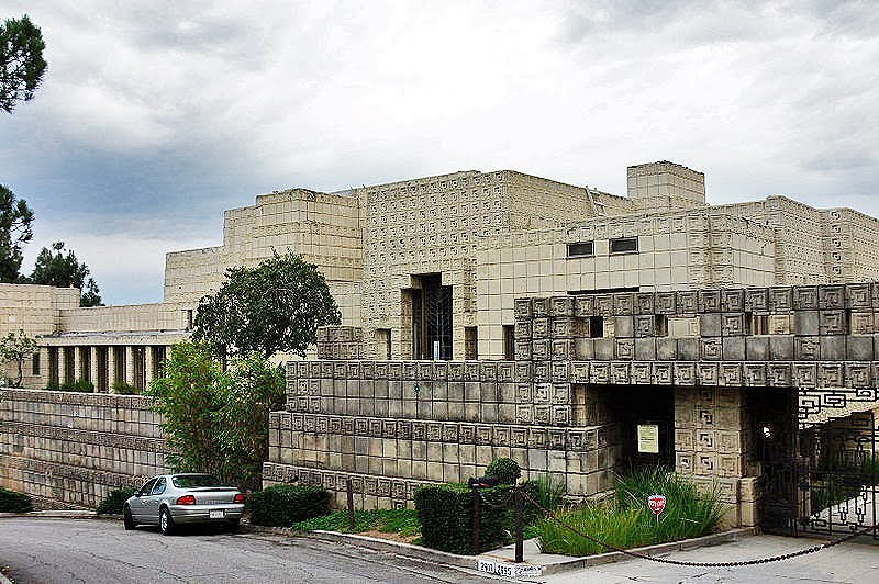 800px-Ennis_House_front_view_2005.jpg