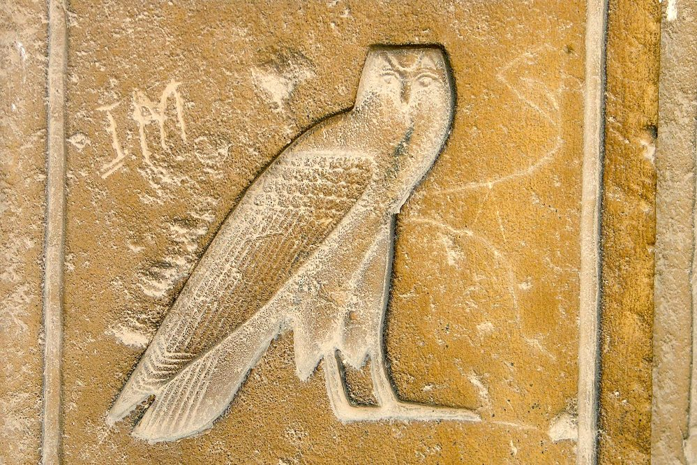 hieroglyph_in_the_form_of_an_owl__large.jpg