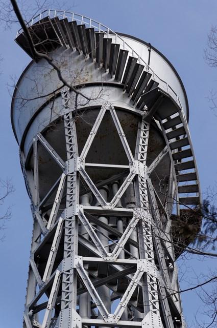 公団ひばりヶ丘団地給水塔のタンク部分
