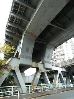 大井回送線の橋脚