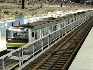 E231系 電車 湘南色 東京駅にて