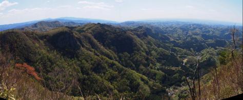 男体山から見た奥久慈岩稜