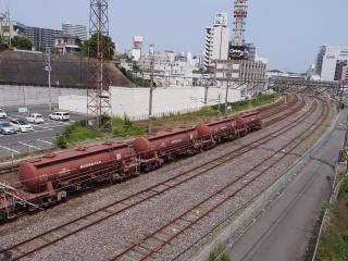 EH500-56 牽引の安中貨物(タキ1200形貨車)