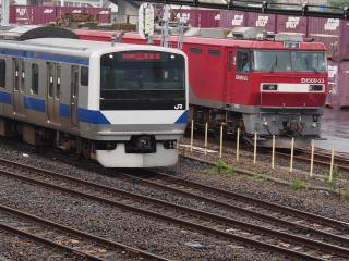 EH500-23 電気機関車とE530系電車