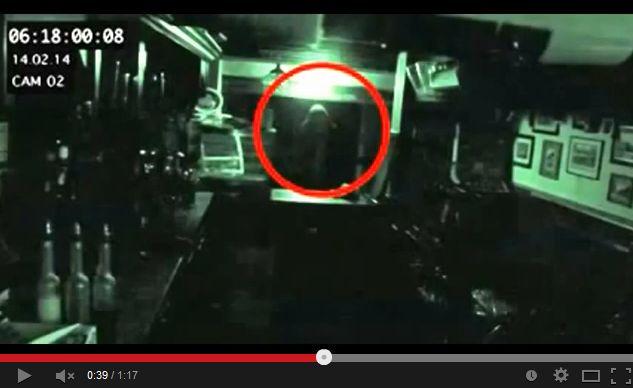【閲覧注意】 イギリスの4番目に古いパブで監視カメラに映った幽霊・・・