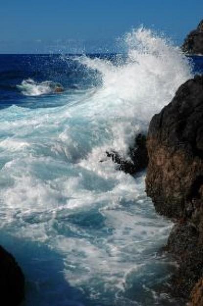 【海底火山】 新島 3カ月で45倍に火山活動いまだ活発